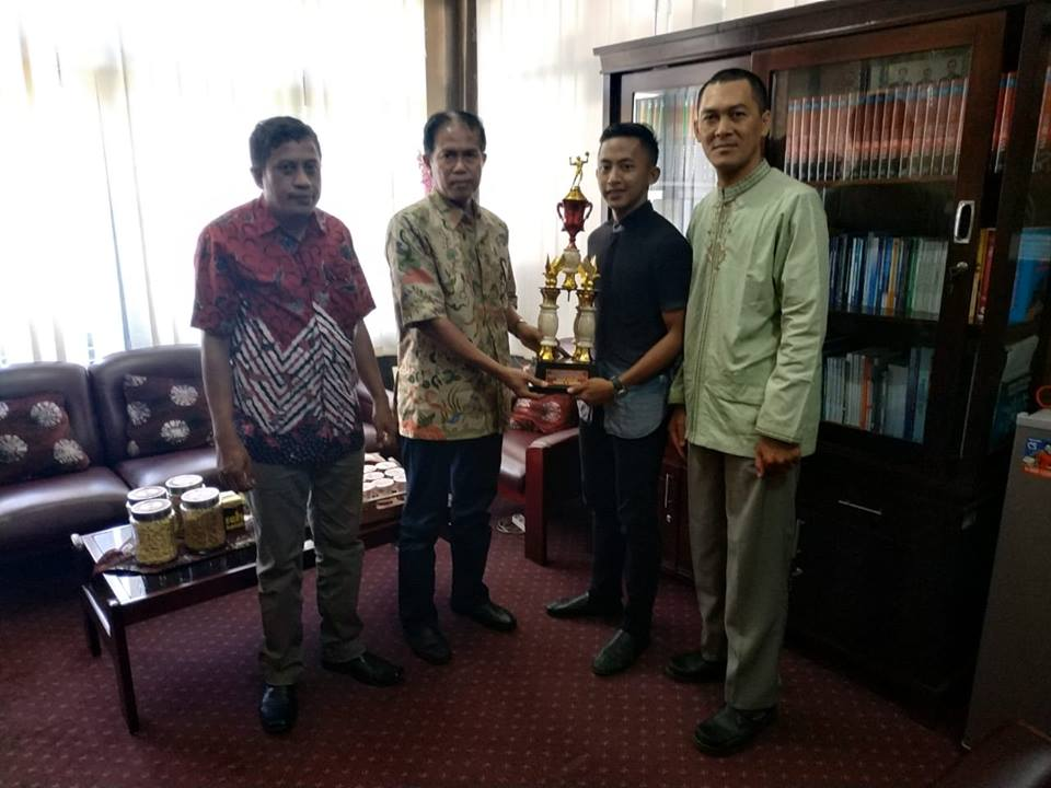UKM BOLA VOLLY UNIVERSITAS WIRARAJA RAIH JUARA 2